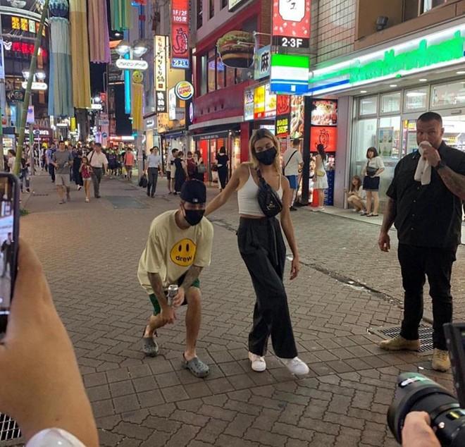 Hình ảnh của cặp đôi ở Tokyo do fan chụp được