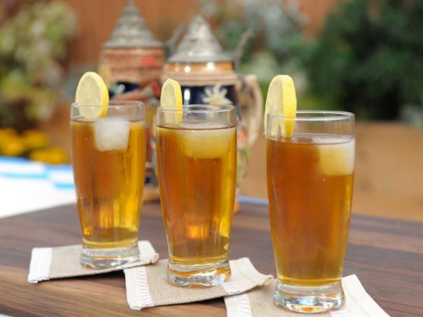 Radlermass, loại đồ uống pha một nửa bia, một nửa nước chanh. Ảnh: CNA