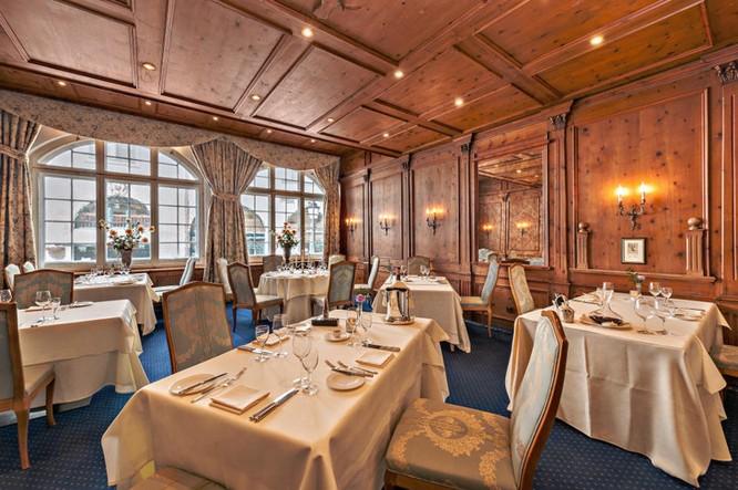 Nhà hàng Sudtiroler Stuben với phong cách thiết kế sang trọng và cổ điển
