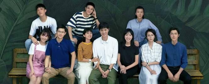 Bộ phim kể về câu chuyện tình ngọt ngào, lãng mạn giữa cô sinh viên năm 3 Tiết Đồng (Lý Đình Đình) và thầy giáo trẻ Mộ Thừa Hòa (Trương Siêu). Ảnh: MDL