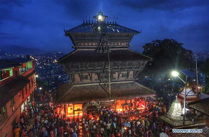 Hôm 18/8 vừa qua, hàng ngàn tín đồ đạo Hindu đã tập trung quanh đền Bagh Bhairav. Ảnh Xinhua