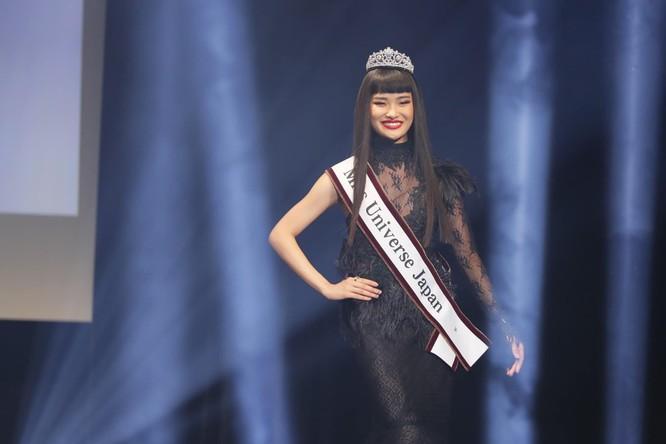 Ako Kamo - sinh viên 21 tuổi - đoạt vương miện Miss Universe Japan trong đêm chung kết tối 22/8 ở Tokyo, Nhật. Ảnh: MUJ