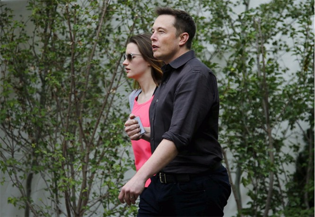 Elon Musk và Talulah Riley. Mike Blake / Reuters