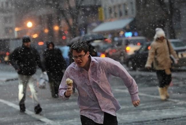 Khi bạn muốn thưởng thức kem và có điều gì đó sai sai so với thời tiết