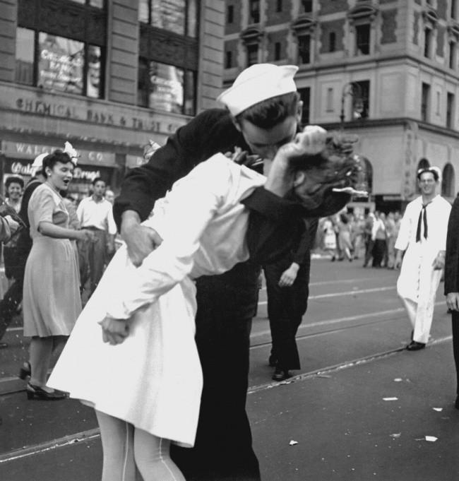 25 bức ảnh cực quý hiếm từ quá khứ tiết lộ những câu chuyện ít ai biết (Phần 2) ảnh 5