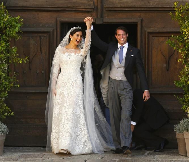 Trầm trồ trước những bộ váy cưới hoàng gia đẹp nhất mọi thế kỷ ảnh 12