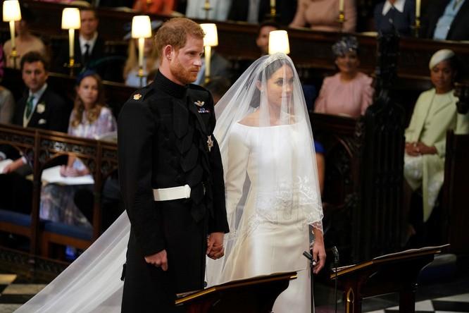 Trầm trồ trước những bộ váy cưới hoàng gia đẹp nhất mọi thế kỷ ảnh 13