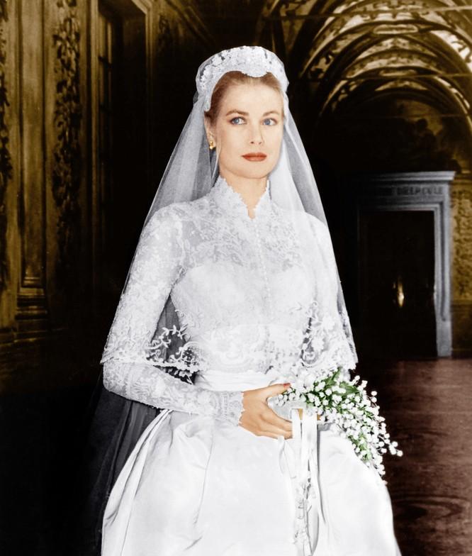 Trầm trồ trước những bộ váy cưới hoàng gia đẹp nhất mọi thế kỷ ảnh 2