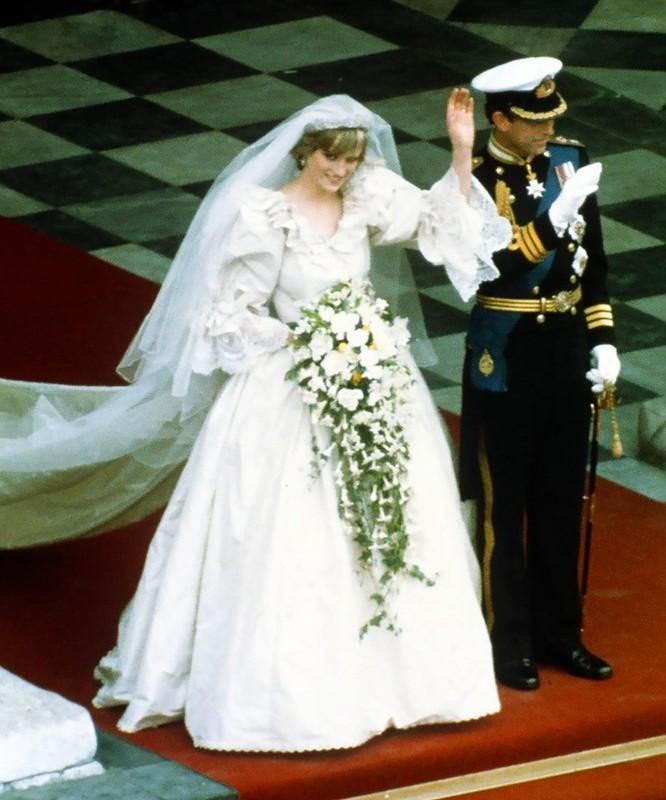 Trầm trồ trước những bộ váy cưới hoàng gia đẹp nhất mọi thế kỷ ảnh 3