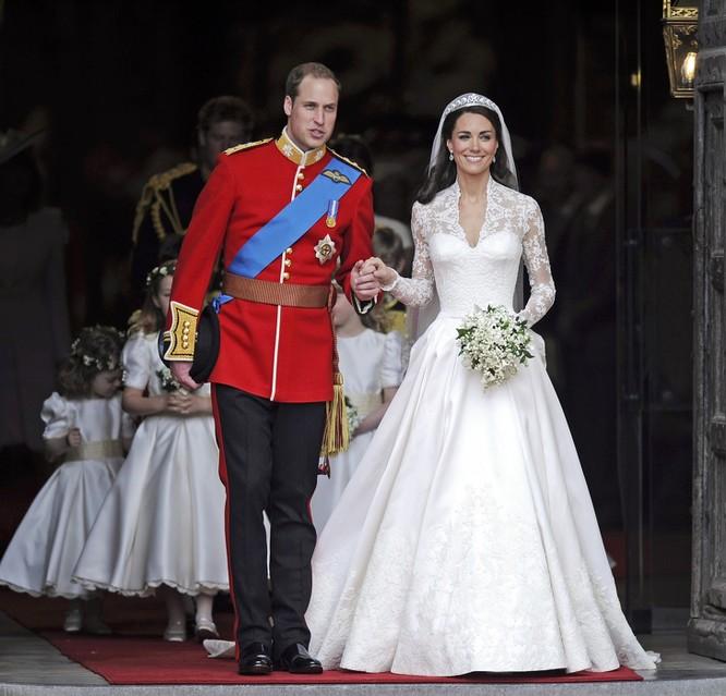 Trầm trồ trước những bộ váy cưới hoàng gia đẹp nhất mọi thế kỷ ảnh 9