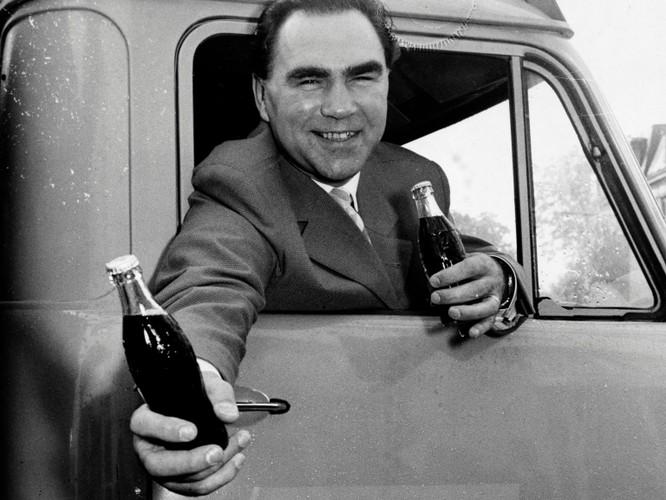 Coca-Cola đã thay đổi thế nào trong 132 năm qua? ảnh 8