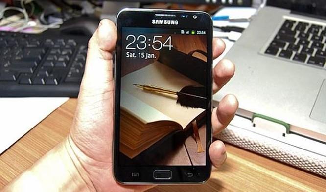 Viền màn hình điện thoại đã được cắt gọt như thế nào trong 10 năm qua? ảnh 6