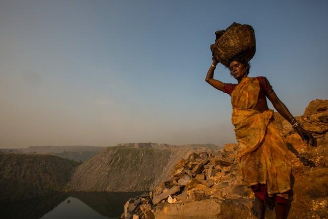Chùm ảnh về con người tại những nơi làm việc khắc nghiệt nhất thế giới ảnh 9