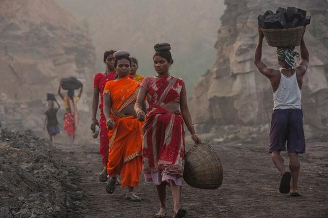 Chùm ảnh về con người tại những nơi làm việc khắc nghiệt nhất thế giới ảnh 11