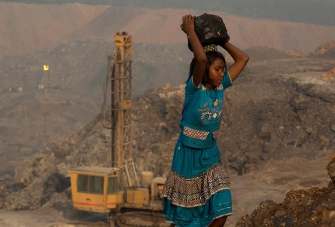 Chùm ảnh về con người tại những nơi làm việc khắc nghiệt nhất thế giới ảnh 10