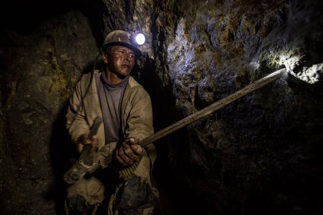 Chùm ảnh về con người tại những nơi làm việc khắc nghiệt nhất thế giới ảnh 13