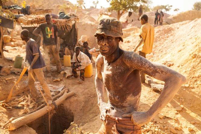 Chùm ảnh về con người tại những nơi làm việc khắc nghiệt nhất thế giới ảnh 14