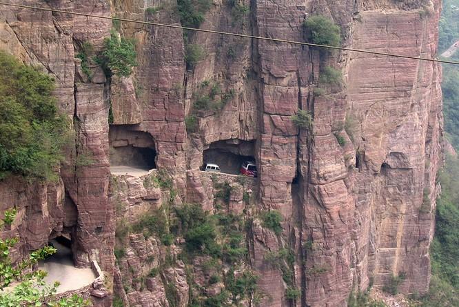 Thót tim với 11 con đường nguy hiểm nhất thế giới ảnh 1