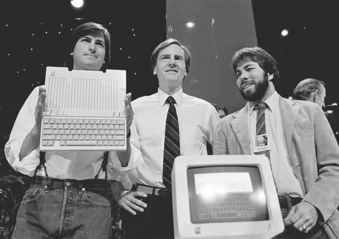 32 tấm ảnh kể lại lịch sử của Apple từ lúc thành lập trong một gara xe hơi đến khi trở thành công ty nghìn tỷ USD ảnh 19