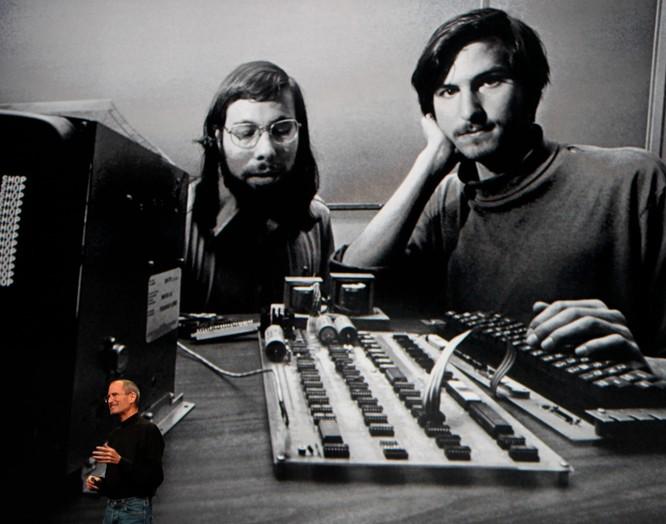 32 tấm ảnh kể lại lịch sử của Apple từ lúc thành lập trong một gara xe hơi đến khi trở thành công ty nghìn tỷ USD ảnh 2