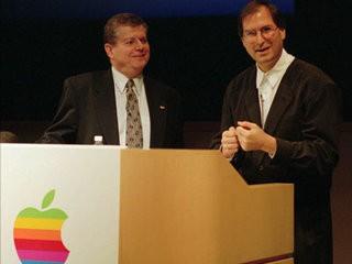 32 tấm ảnh kể lại lịch sử của Apple từ lúc thành lập trong một gara xe hơi đến khi trở thành công ty nghìn tỷ USD ảnh 28