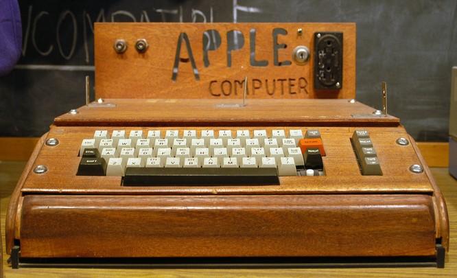 32 tấm ảnh kể lại lịch sử của Apple từ lúc thành lập trong một gara xe hơi đến khi trở thành công ty nghìn tỷ USD ảnh 6