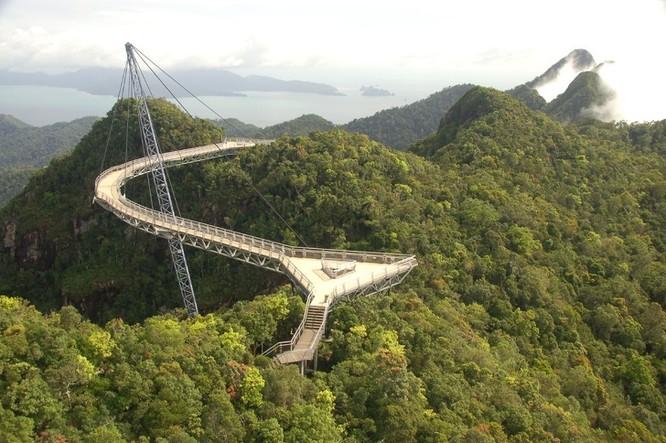 10 cây cầu kỳ lạ và độc đáo nhất trên thế giới ảnh 2