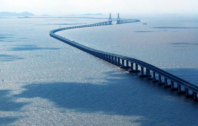 10 cây cầu kỳ lạ và độc đáo nhất trên thế giới ảnh 3