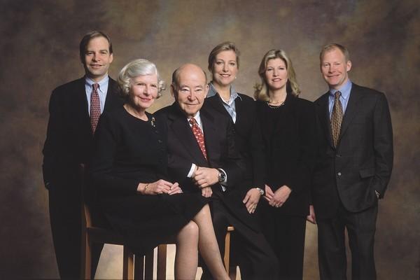 Top 10 gia đình giàu có bậc nhất Hoa Kỳ ảnh 9