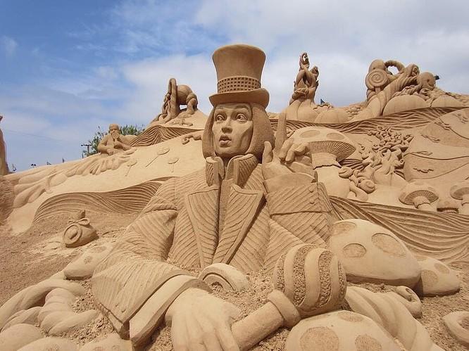 Chiêm ngưỡng 20 tác phẩm nghệ thuật công phu từ cát ảnh 1