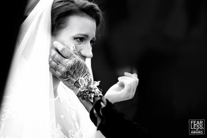 15 bức ảnh cảm động ngày hôn lễ khiến bạn rơi nước mắt ảnh 2