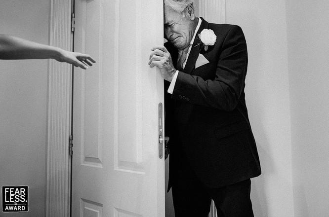 15 bức ảnh cảm động ngày hôn lễ khiến bạn rơi nước mắt ảnh 1