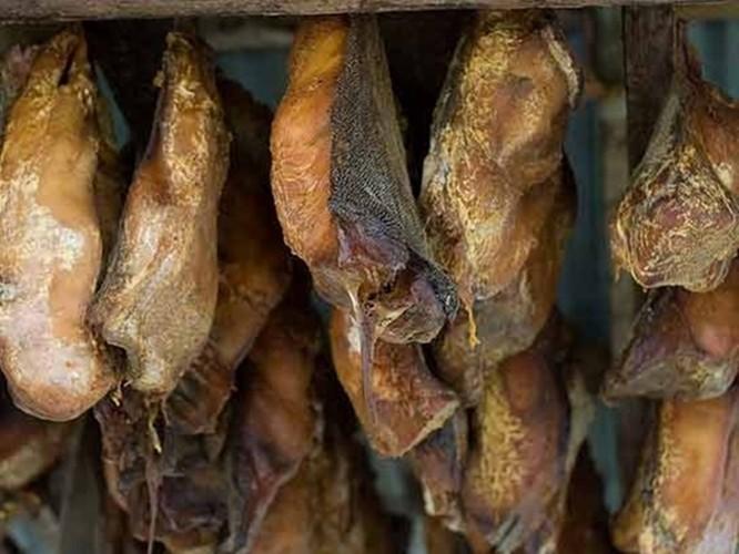 Trứng vịt lộn đứng đầu trong những món ăn kinh dị nhất thế giới ảnh 10