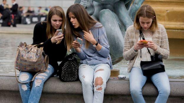 Facebook vẫn là ứng dụng truyền thông xã hội phổ biến nhất trong số những người từ 12 đến 15 tuổi ở Anh theo một báo cáo gần đây của Ofcom