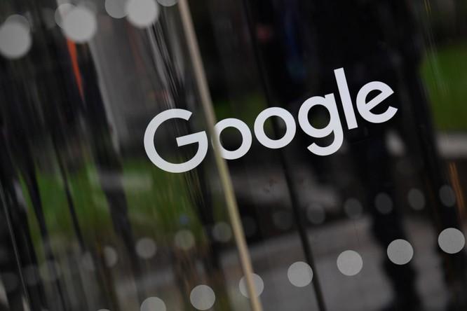 Dòng chữ Google được hiển thị bên ngoài văn phòng của công ty ở London, Anh ngày 1/1/2018. Ảnh: Reuters