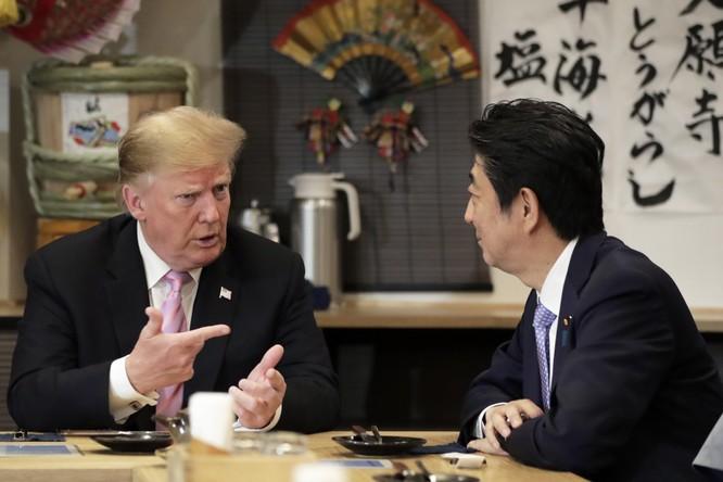 Thủ tướng Nhật Bản Shizo Abe và Tổng thống Mỹ Donald Trump. Ảnh: VOX