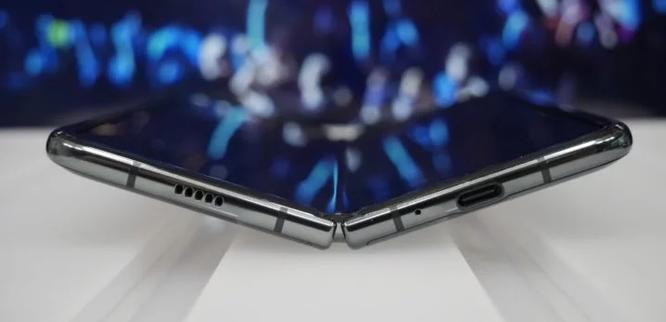 """Z Flip chưa hết """"sốt"""", tin đồn về Galaxy Fold 2 của Samsung đã ngập tràn mạng xã hội ảnh 1"""