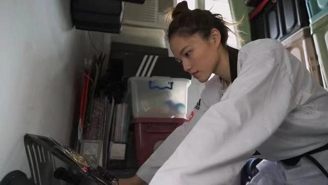 Cặp vợ chồng trẻ sống trong căn nhà 5m² ở Hồng Kông: sự thật đằng sau cái nghèo ảnh 3