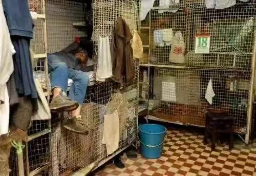 Cặp vợ chồng trẻ sống trong căn nhà 5m² ở Hồng Kông: sự thật đằng sau cái nghèo ảnh 6