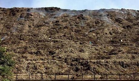 Thủ đô bẩn nhất thế giới: dân số 25 triệu người, rác chất cao 17 tầng, bốc mùi ảnh 2
