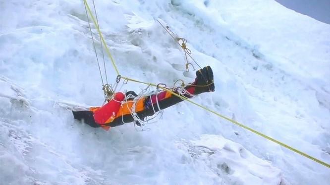 Nhiệt độ đỉnh Everest lạnh đến mức xác chết không phân hủy, liệu di thể người cổ đại có trên đó? ảnh 4