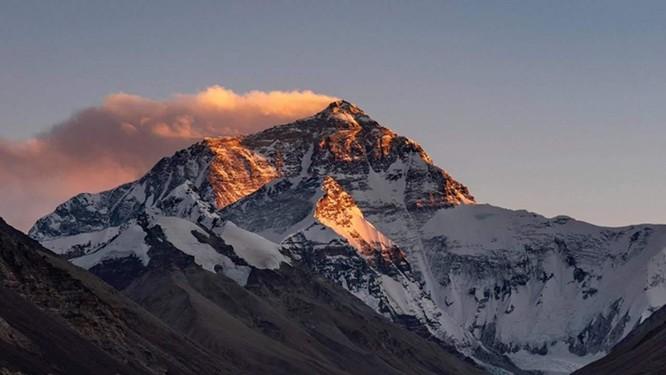 Nhiệt độ đỉnh Everest lạnh đến mức xác chết không phân hủy, liệu di thể người cổ đại có trên đó? ảnh 2