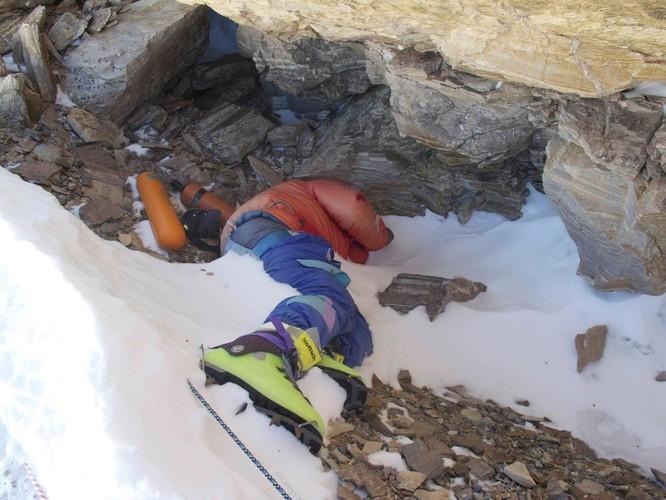 Nhiệt độ đỉnh Everest lạnh đến mức xác chết không phân hủy, liệu di thể người cổ đại có trên đó? ảnh 3