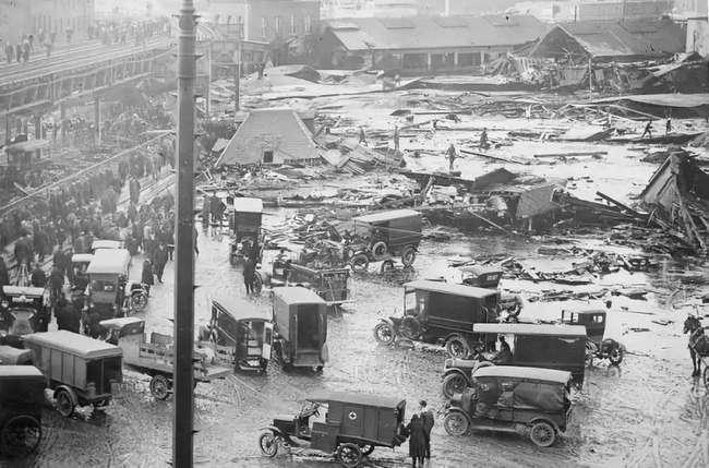 Vụ nổ lạ lùng nhất trong lịch sử, 14.000 tấn mật phát nổ, 21 người chết vì ngạt mật ảnh 1