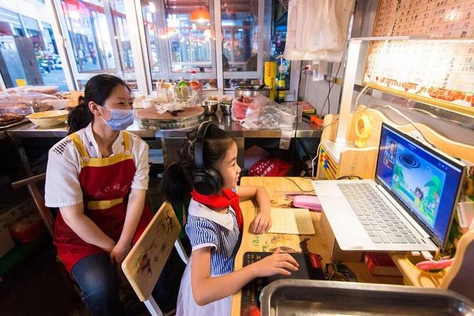 """Dạy thêm trực tuyến của Trung Quốc """"kiếm lợi"""" từ sự lo lắng của phụ huynh ảnh 3"""