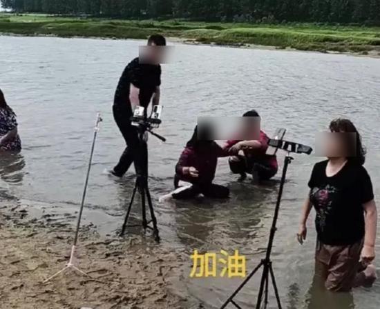 Sự vô cảm của người nổi tiếng trên MXH bộc lộ qua trận lũ lụt lịch sử của Trung Quốc ảnh 5