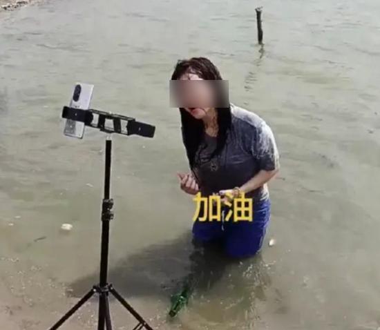 Sự vô cảm của người nổi tiếng trên MXH bộc lộ qua trận lũ lụt lịch sử của Trung Quốc ảnh 4