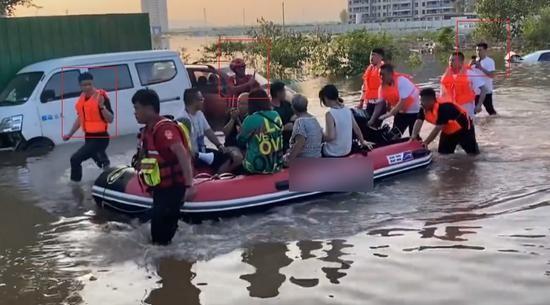 Sự vô cảm của người nổi tiếng trên MXH bộc lộ qua trận lũ lụt lịch sử của Trung Quốc ảnh 3