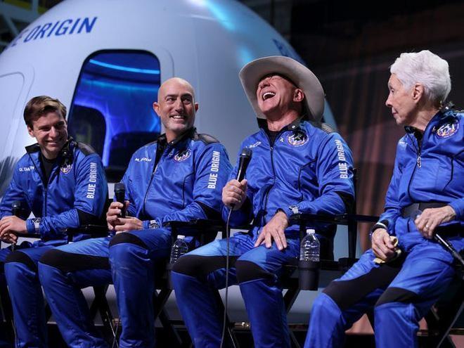 Cùng chinh phục không gian với Musk và Branson, tại sao Jeff Bezos luôn hứng chịu chỉ trích? ảnh 6