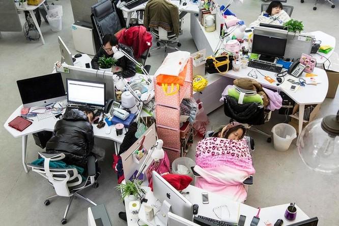 Trung Quốc yêu cầu chấm dứt lịch làm việc 996, số phận của các nhân viên văn phòng sẽ ra sao? ảnh 3